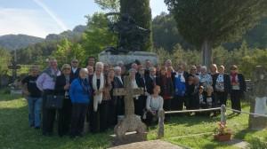 En el mausoleo de Julián Gayarre de Roncal